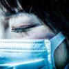 日本の「マスク文化」は、異様な光景を生み出している──コミュニケーションを拒む「断